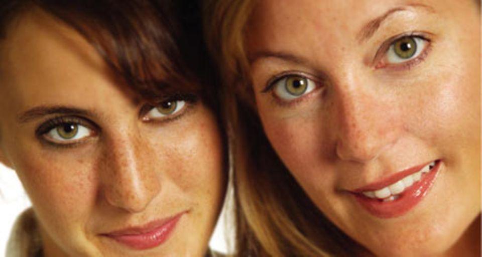 """Die Autorinnen des Buches """"Sex. So machen's Frauen"""": Melinda Gallagher und Emily Kramer"""