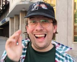 Christian Ulmen spielt das leicht debile Muttersöhnchen Uwe Wöllner.