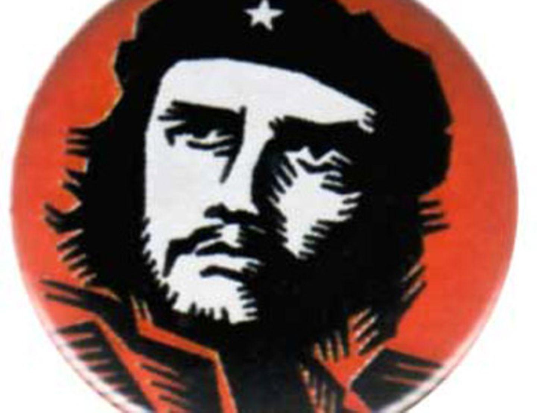 Schon wieder Che! Diesmal kommt er auf einem Button daher. Haben könnt ihr diesen für ca. 0,70 Euro bei www.linke-t-shirts.de.