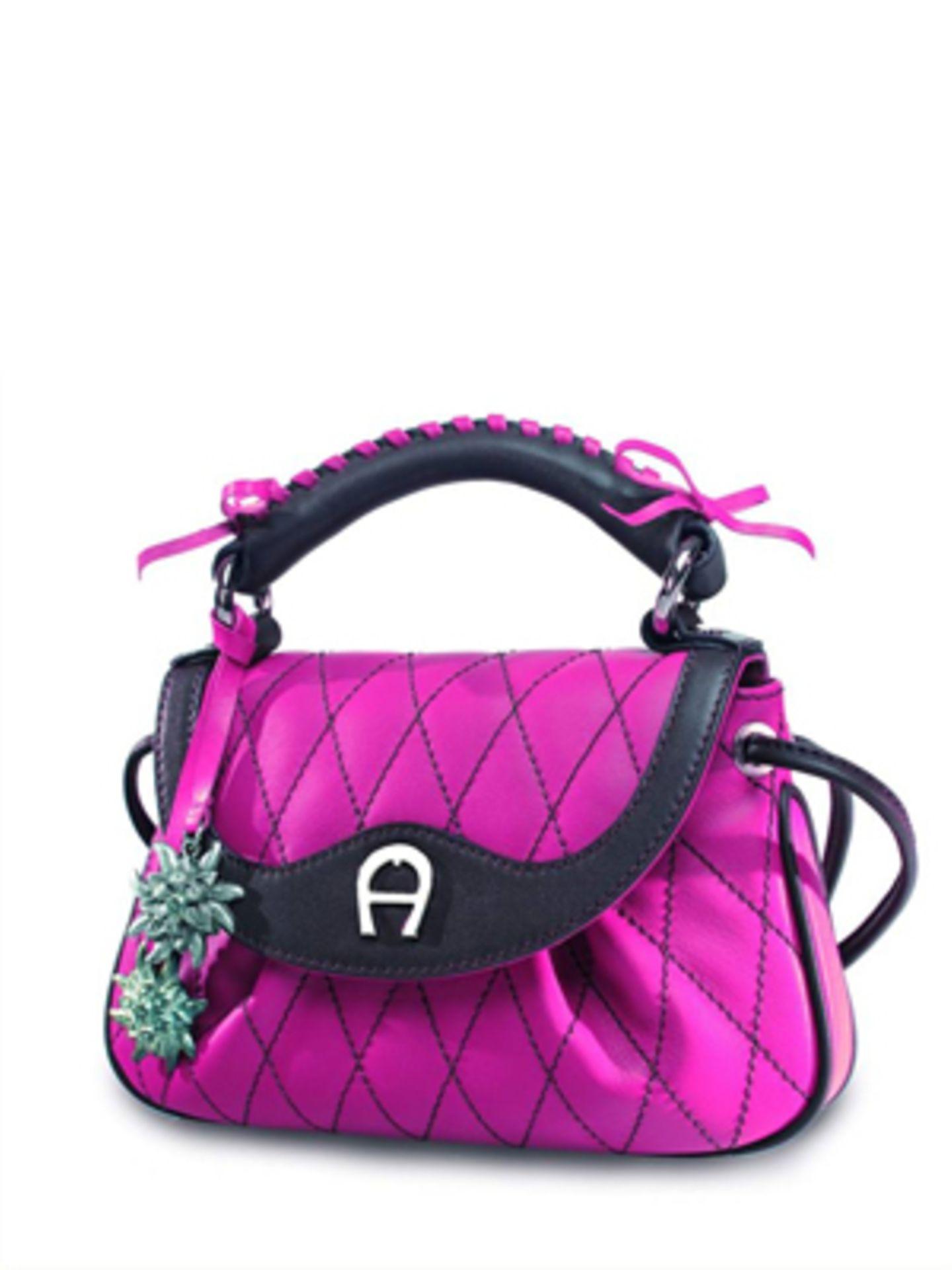 Pinkfarbene, gesteppte Ledertasche mit vielen kleinen bayrischen Details von Aigner, um 350 Euro.