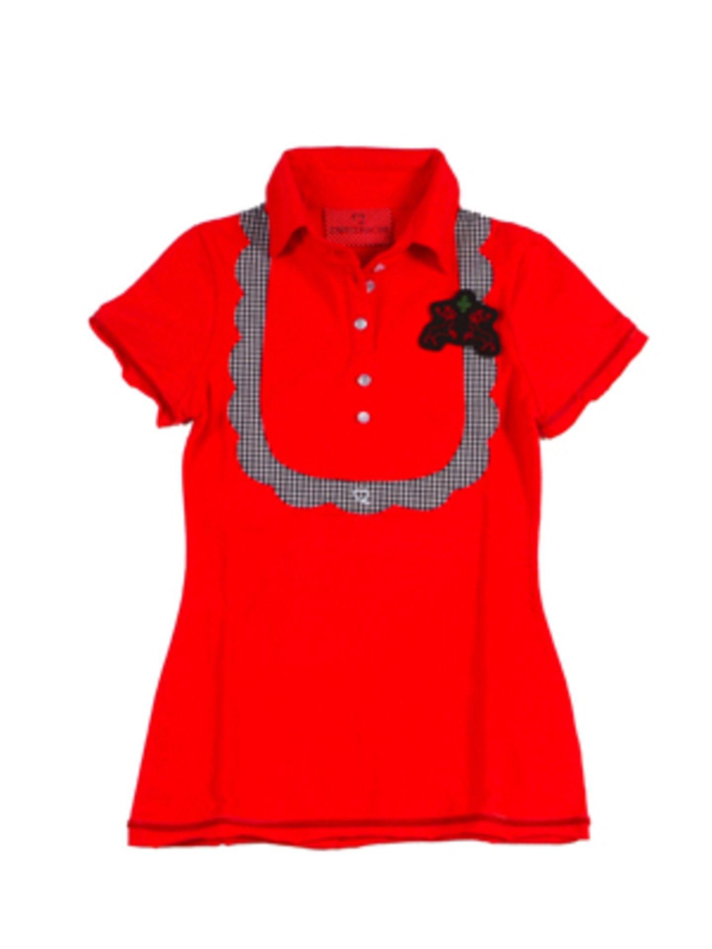 Rotes Poloshirt mit kariertem Schürzen-Print von Zweitracht, um 60 Euro.
