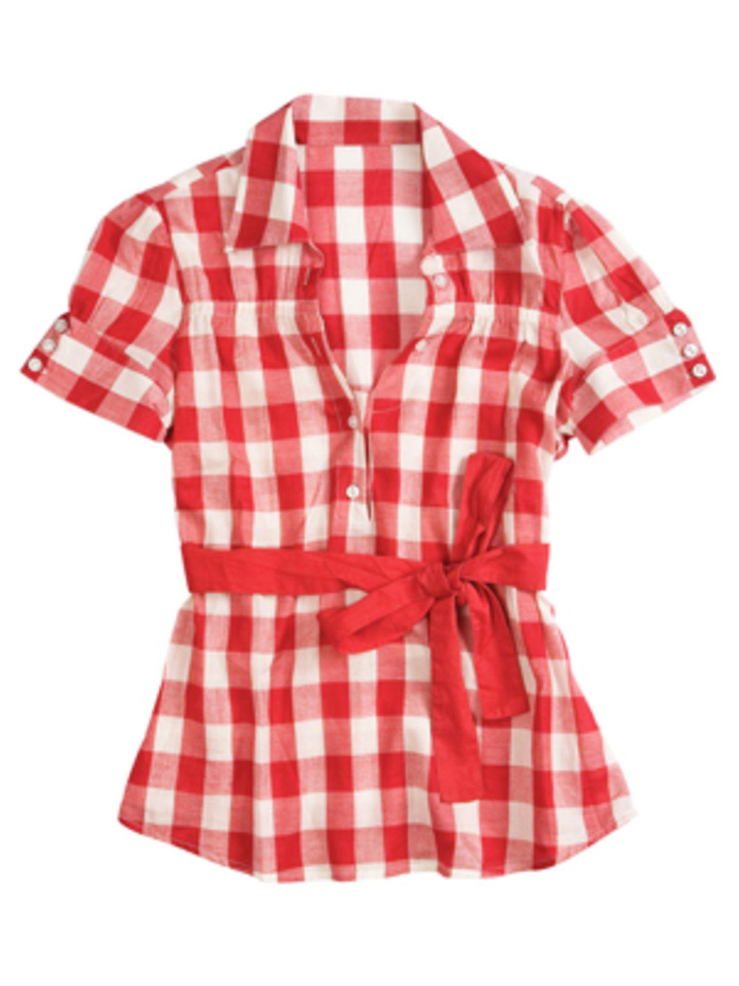 Kurzärmelige Karo-Bluse in Rot mit breitem Band in der Taille von Colin's, um 30 Euro.