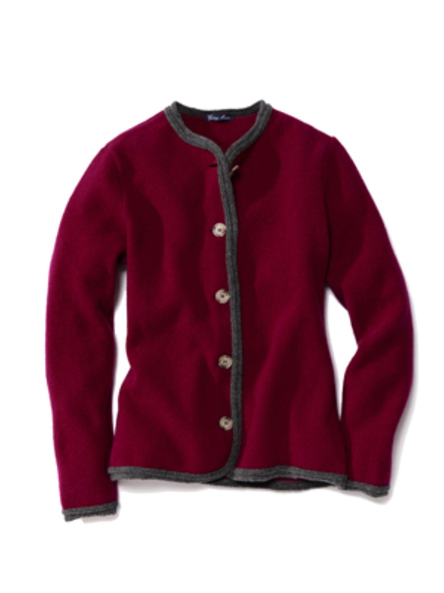 Klassische Trachten-Jacke in Rot mit Holzknöpfen von Georg Maier, um 200 Euro.