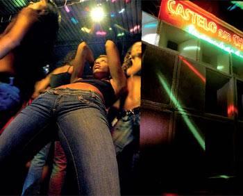 """Diese Jeans heißt """"Sheen"""" und hat einen sehr hohen Stretchanteil. Von Freesoul, um 120 Euro.Top: privat.   Model: Xana, Baile-Funk-MC aus Rio de Janeiro"""