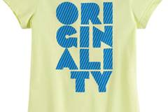 Originalität sollte auch bei den sportlichen Leibesübungen nicht vergessen werden. adidas druckt die Message in blauen Großbuchstaben auf das grüngelbe Shirt. Um 25 Euro.
