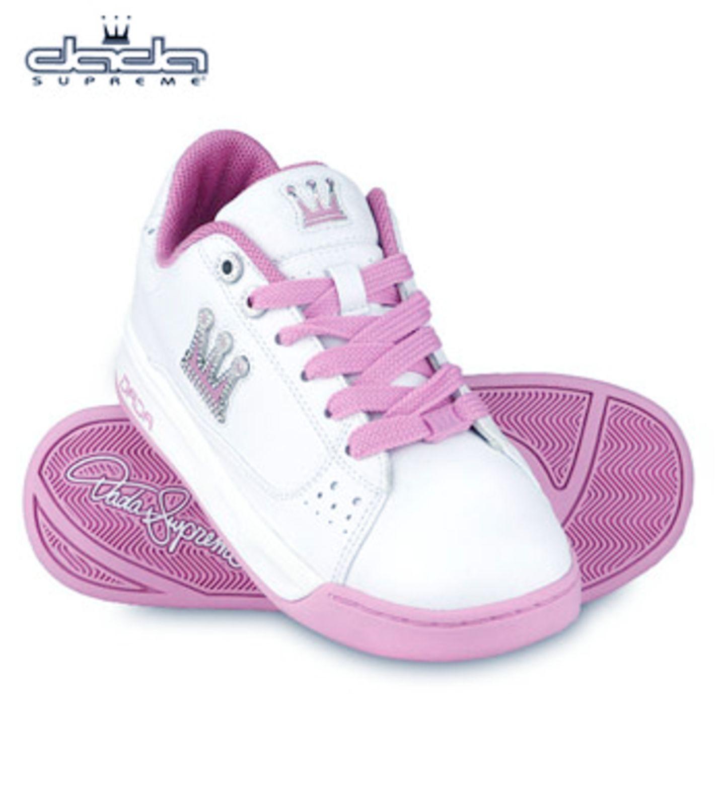 Schuh aus Glattleder mit Bling-Bling-Crown-Applikation auf der Außenseite; 84,99 Euro; von Dada Supreme über www.guna.de