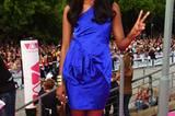 """Sara Nuru (Gewinnerin der letzten Staffel """"Germanys next Topmodel"""") verzauberte in einem Traum in Blau. Kurze Kleider stehen Sarah bei ihren langen Beinen sehr gut und betonen ihre zarten Kurven. Ein Topmodel, das sportlich, aber nicht abgemagert ist und auch noch echten Geschmack hat. Top, Sara!"""