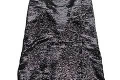 Glänzendes Kleid von Zara, um 45 Euro