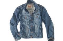 Jeansjacke von Mustang über OTTO, um 80 Euro.