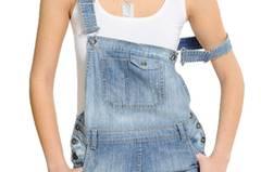 Diesen Sommer wieder voll angesagt! Jeans-Latzhose von Mango, um 50 Euro.