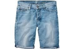 Die etwas längere Shorts-Variante gibt es von Seven for all Mankind, über Conley's, um 219 Euro.