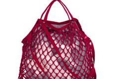 Strandtasche in Netzoptik von edc by Esprit, ca. 16 Euro.