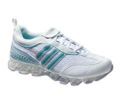 Trainingsschuh mit Atmungsaktivität von Adidas, ca. 130 Euro.