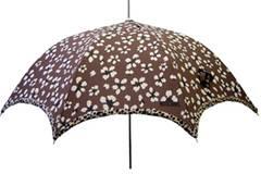 Regenschirm mit Leoparden-Muster von Moschino, um 85 Euro.  Zu Bestellen über www.regenschirme.de