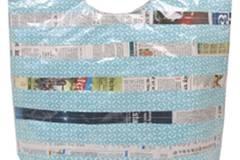 Hier bleibt alles trocken. Und ist zudem noch für einen guten Zweck. Die Handtasche Lakshya von Rice, ca. 21,75 Euro, wird von ehemaligen Straßenkindern rund um den Bahnhof in Delhi gefertigt. Rice unterstützt dieses Projekt und bezahlt mit den Einnhamen Nähmaschinen, Nähausbildung und Schulgeld, um das Projekt weiter auszuweiten. Zu Bestellen über www.bertine.de
