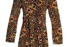Mantel mit detailverliebtem All-Over-Blumenprint für erste Frühlingsgefühle, von GSUS Sindustries, um 189,95 Euro.