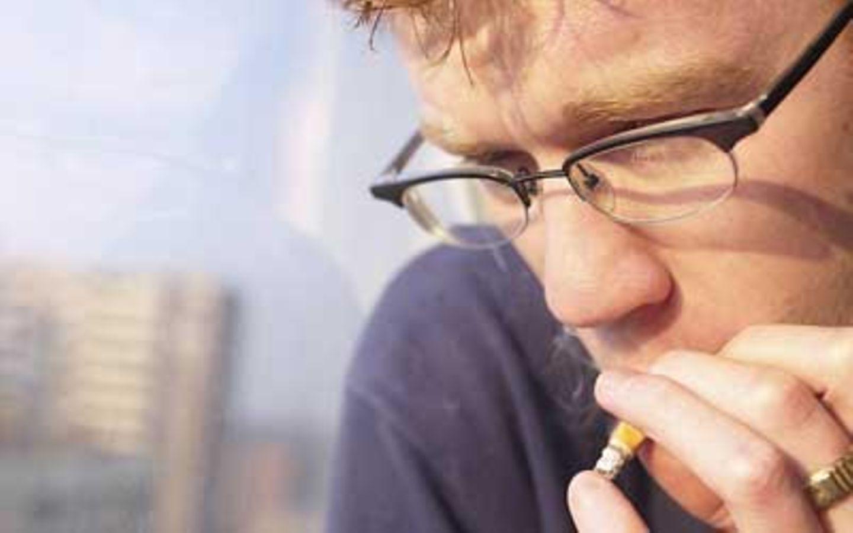 Was tun, wenn der Freund weiterraucht?     Um Rücksicht bitten und mit ihm verabreden, dass er nicht in der Wohnung raucht und keine Zigaretten herumliegen lässt. Erzähle deinem Freunde von der 30-Minuten-Regel, und sag ihm, wie er dich sonst noch in kritischen Situationen unterstützen kann.
