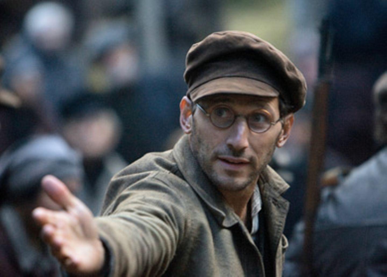 Der Intellektuelle Isaac (Mark Feuerstein) unterstützt die Truppe