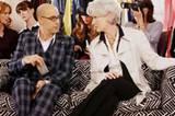 """""""Der Teufel trägt Prada"""": Modedirektor Nigel (Stanley Tucci) und Chefredakteurin Miranda (Meryl Streep) fällen ihr Urteil über die vorgeführte Mode."""