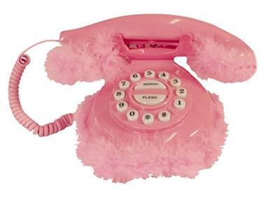 Tussi-Telefon in Plüsch und Rosa. Herrlich! Von Tolle Geschenke, um 36 Euro. Über www.tolle-geschenke.com.