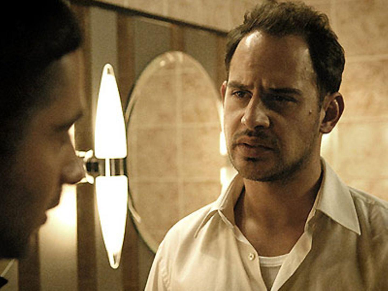 Brownie (Moritz Bleibtreu) macht Chiko ein Angebot, das er nicht abschlagen kann.