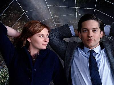 Wenn das nicht Liebe ist... Mary-Jane (Kirsten Dunst) und Peter (Tobey Maguire) beim romantischen Sternegucken - das Netz hat Spider-Man praktischerweise immer dabei