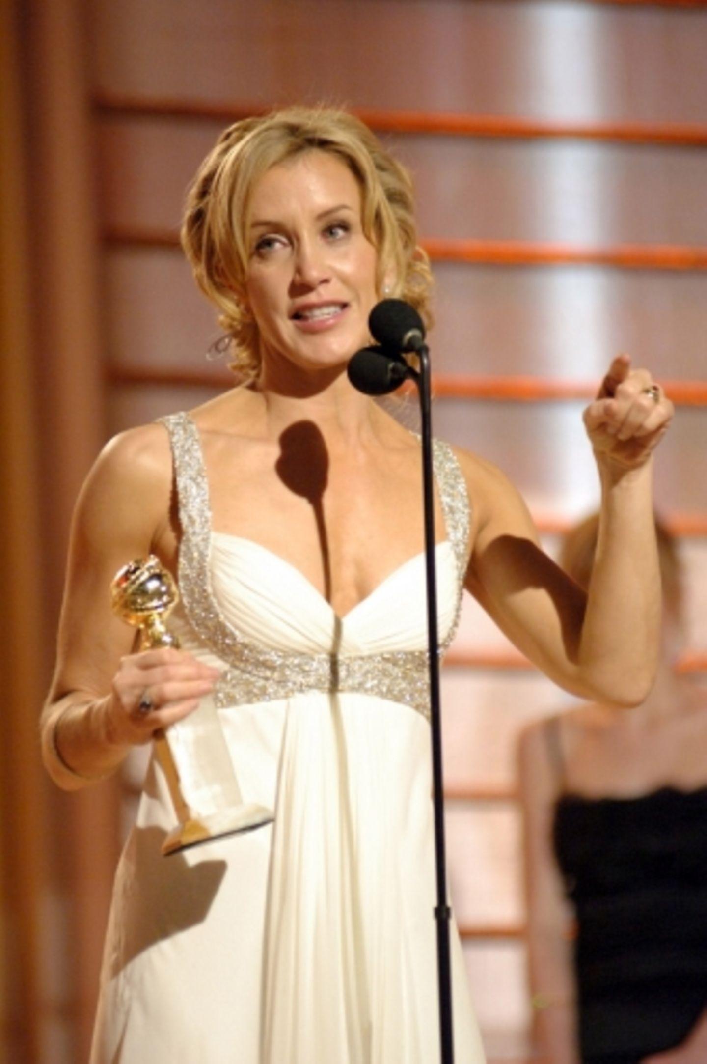 """Gleich zwei Mal im Scheinwerferlicht: Felicity Huffman ist nicht nur Teil der Crew der prämierten Serie """"Desperate Housewives"""", sondern gewann auch einen Golden Globe als Hauptdarstellerin im Film """"Transamerica"""""""
