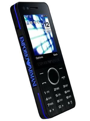"""""""Samsung Armani Night"""" Absoluter Hingucker ist das Armani Night Handy. Mit der 3,0-Megapixel-Kamera mit vierfachem Digitalzoom und Videokamerafunktion könnt ihre eure schönsten Frühlingserlebnisse digitalisieren. Für Bespaßung ist selbstverständlich auch gesorgt, denn das Armani Night besitzt neben einem MP3-Player auch noch ein UKW-Radio. Außerdem einen uTrack zum Auffinden des Telefons, wenn es gestohlen wurde - oder ihr es verbummelt habt. Um 200 Euro ohne Vertrag."""