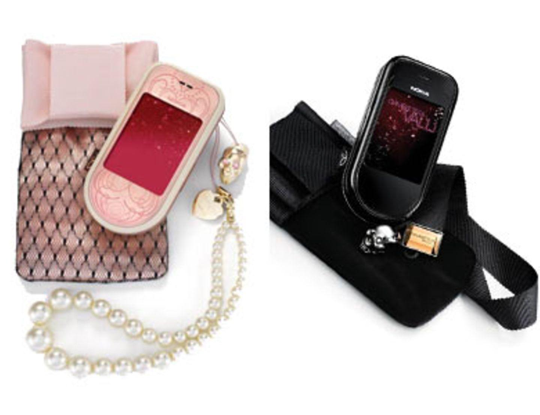 """""""Nokia 7373 Giambattista Valli"""" Zusammen mit dem Star-Modedesigner Giambattista Valli entwickelte Nokia die Nokia 7373 Special Edition. Das Fashion-Mobiltelefon ist in den Farbvarianten Powder Pink, mit Perlenkettchen als Trageriemen, und Black Chrome, mit onyxfarbenen Trageriemen, auf dem Markt. Ein Hauch von Glamour und Laufsteg weht damit durch jede Handtasche. Außerdem hat der Designer seinen ganz persönlichen Fingerabdruck hinterlassen: Eine Auswahl von vonValli selbst entworfenen Display-Hintergrundbildern und Grafiken sowie der exklusiv für die Nokia 7373 Special Edition entwickelte Klingelton """"Rhodium"""". Um 100 Euro ohne Vertrag."""