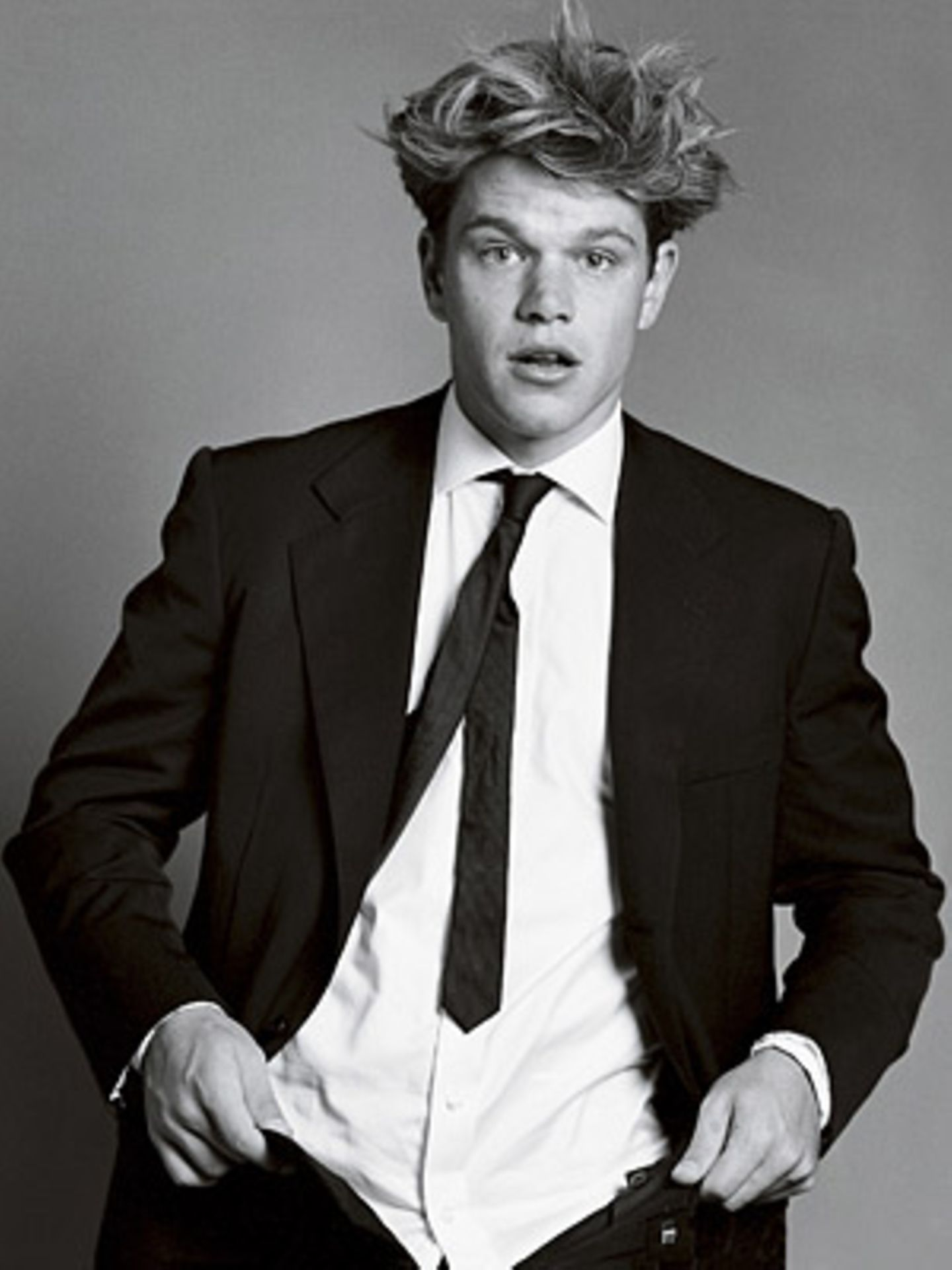 Matt Damon by Bruce Weber 1997, Vanity Fair, October 1997     Zieht er die Hose gerade an oder aus? Schauspieler Matt Damen wurden hier von Bruce Weber porträtiert - und sieht auf jeden Fall anziehend aus!