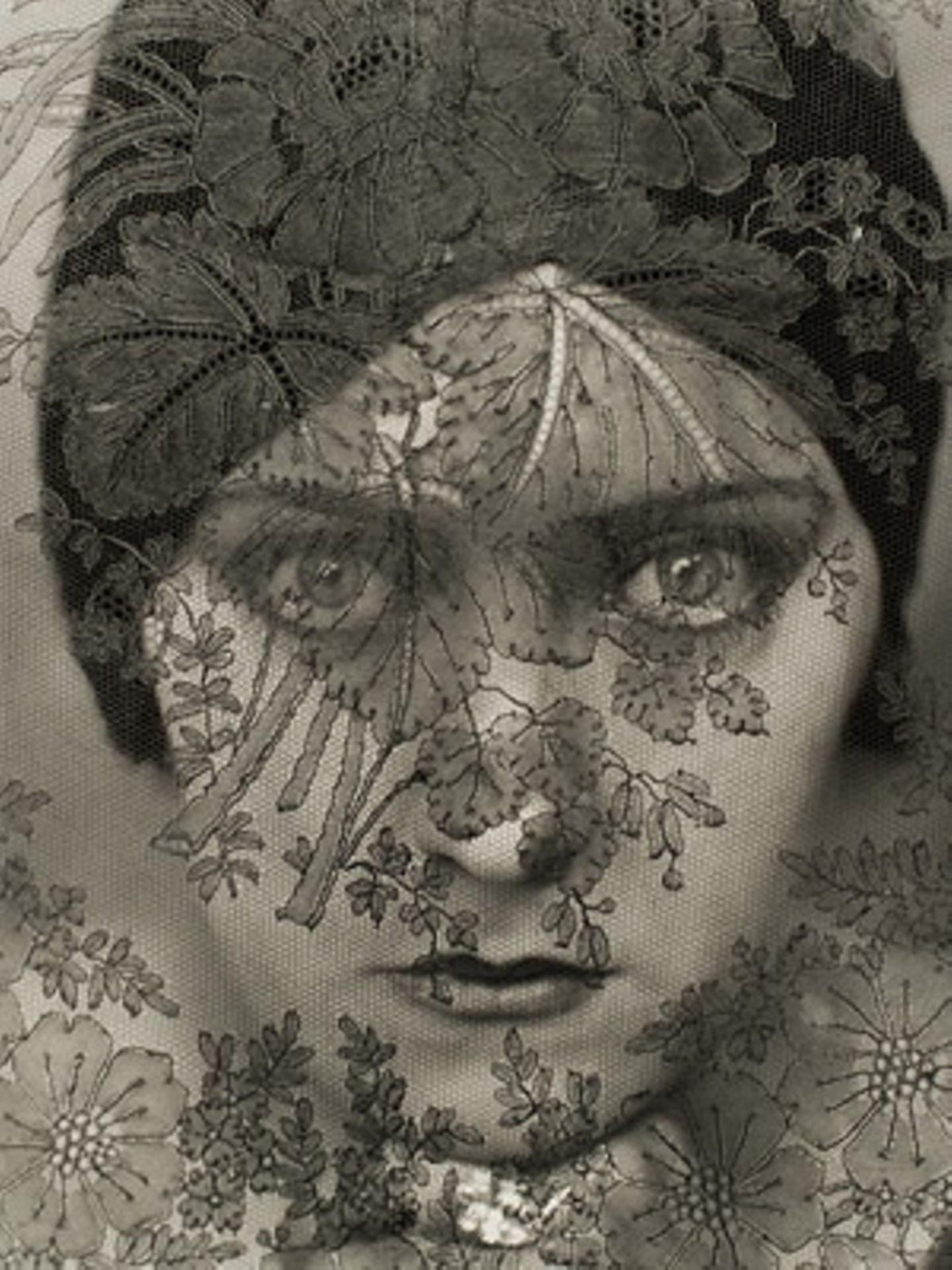 Gloria Swanson by Edward Steichen 1924, Vanity Fair, Februar 1928     Gloria Swanson war ein Stummfilm-Star - und insgesamt sechs Mal verheiratet.