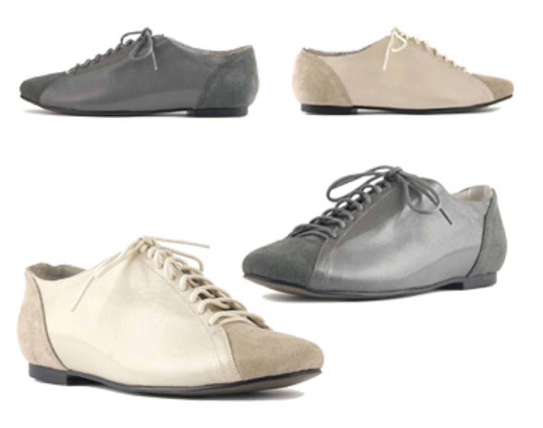 Weil wir High Heels so sehr lieben, tun wir uns manchmal schon sehr schwer damit, flachen Schuhen etwas abzugewinnen. Sie können mit so viel Pfennigabsatz und so viel Plateau einfach nicht mithalten. Denkste! Denn jetzt holen sie uns endlich auf den Boden der Tatsachen zurück - und das ganz besonders stilsicher. Lise Lindvig hat ganz besonders schöne Brogues in verschiedenen Farben auf den Markt geschmissen. Besonders zur Boyfriend-Jeans oder zum Oversize-Blazer machen die Schuhe ordentlich was her. Je um 110 Euro.