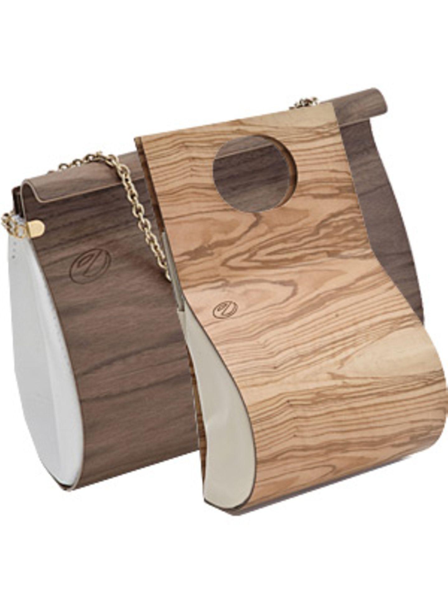 Ein Must-Have für alle, die keine modischen Holzköpfe sind: Embawo macht Taschen aus Holz. Nicht etwa schwere, unhandliche Klopper, sondern filigrane Designerstücke, die so auch im Museum stehen könnten. Die Taschen werden aus verleimtem Furnierholz hergestellt. Die spezielle Verleimungstechnik ermöglicht, das Holz beliebig zu verformen. Embawo verzichtet dabei ganz und gar auf Tropenhölzer. Die Taschen werden aus europäischen Holzarten wie Nuss-, Ahorn- oder Olivenbaumholz gefertigt. Individualität hat seinen Preis: Die Taschen kosten um 180 bis 490 Euro.