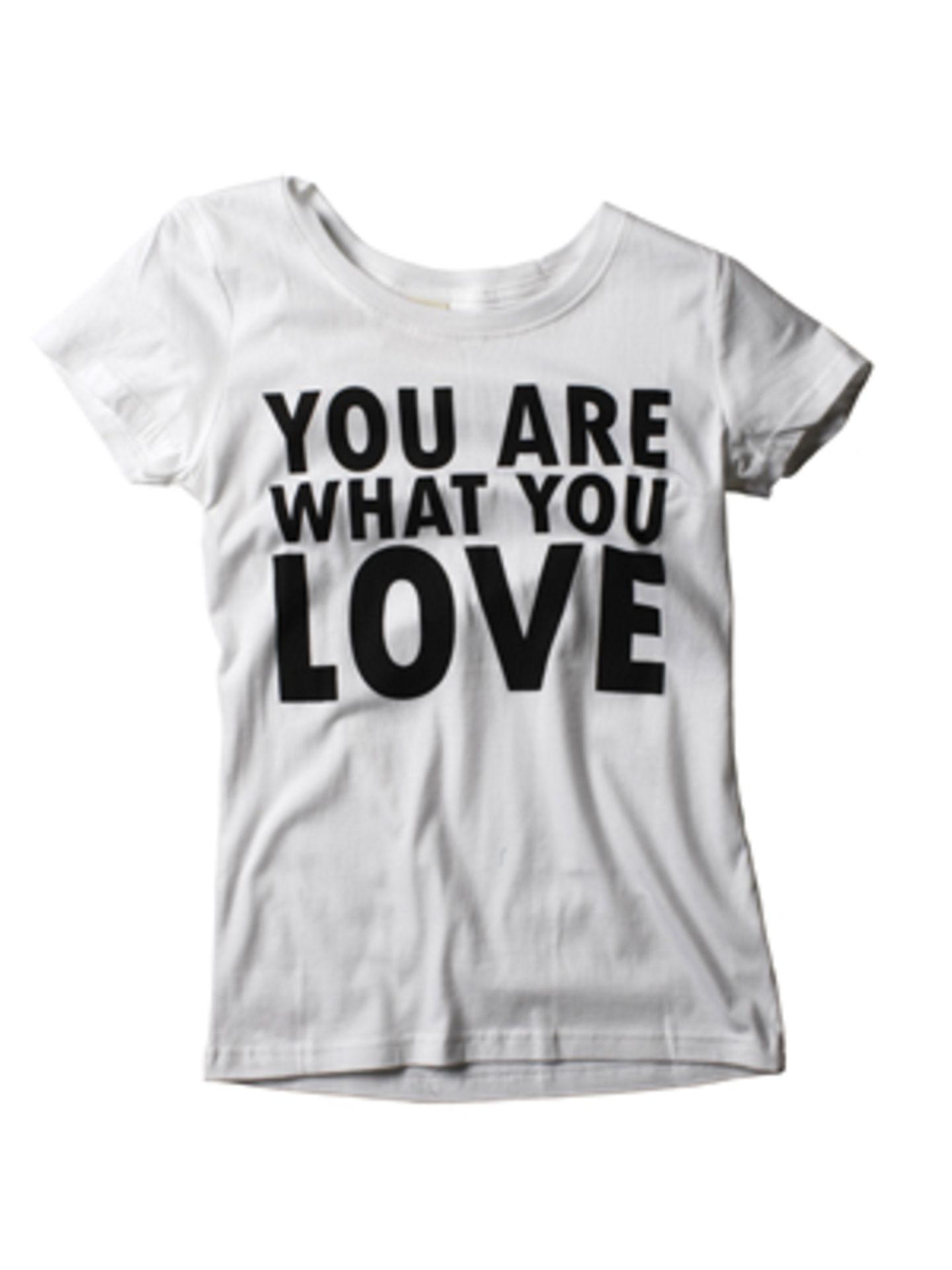 T-Shirt mit klaren Botschaften: Toleranz, Hoffnung und Optimismus. Und die kommen niemals aus der Mode. Von BLEND THE WORLD, um 10 Euro.