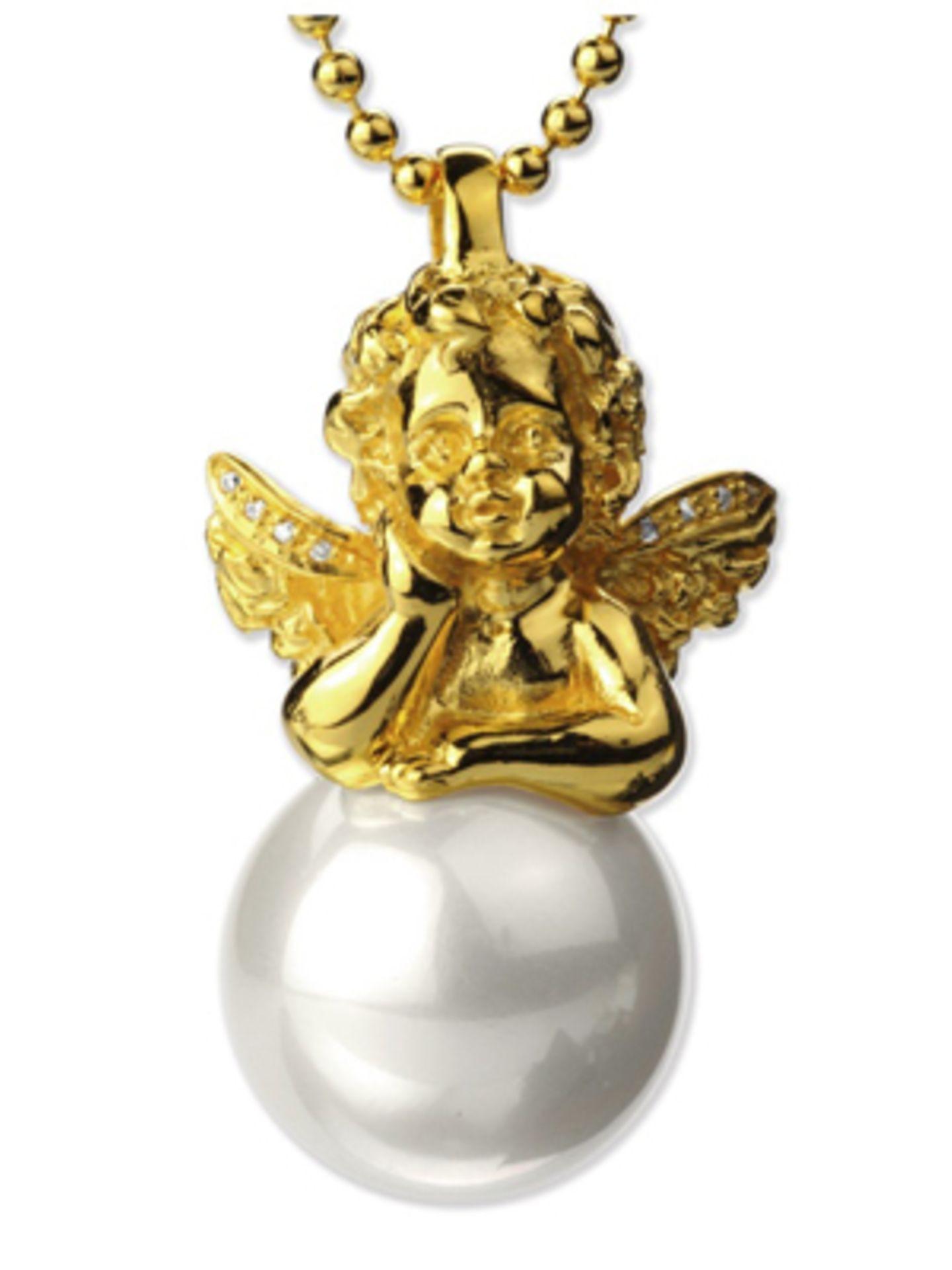 Goldkette mit Engelchen und Perle von Heartbreaker. Kette um 200 Euro, Anhänger um 55 Euro.