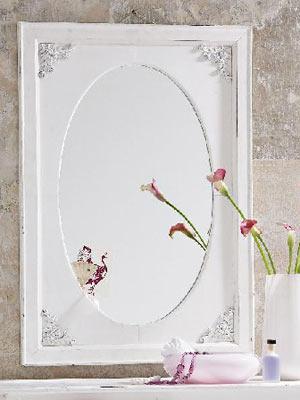Schau mir in die Augen, Kleines    Mit diesem Antik-Spiegel aus Holz kein Problem! Höhe: ca. 100 cm.     Preis: ca. 80 Euro, über  www.impressionen.de