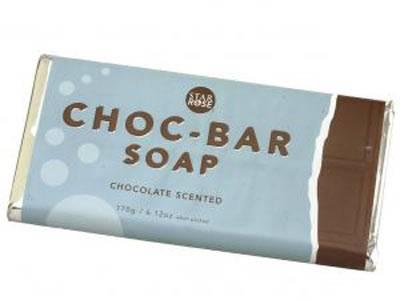 Eine Tafel Seife    Diese Schokolade macht nicht dick, sondern schön - und zaubert außerdem im Nu gepflegte Hände!    Preis: ca. 7,50 Euro, über  www.feinerschnickschnack.de