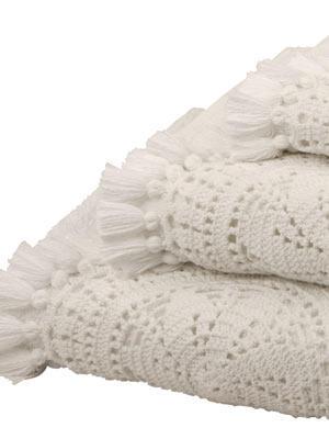 Wie bei Oma    Flauschige Handtücher aus Baumwollfrottee mit Häkelborte und Troddeln.     Preis: ab 6 Euro, über  www.zarahome.com