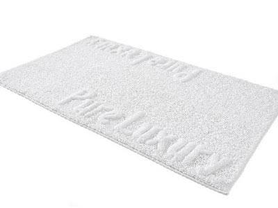 Purer Luxus    Weiße Badematte für luxuriöse Momente aus Baumwolle.    Preis: ca. 13 Euro, über  www.impressionen.de