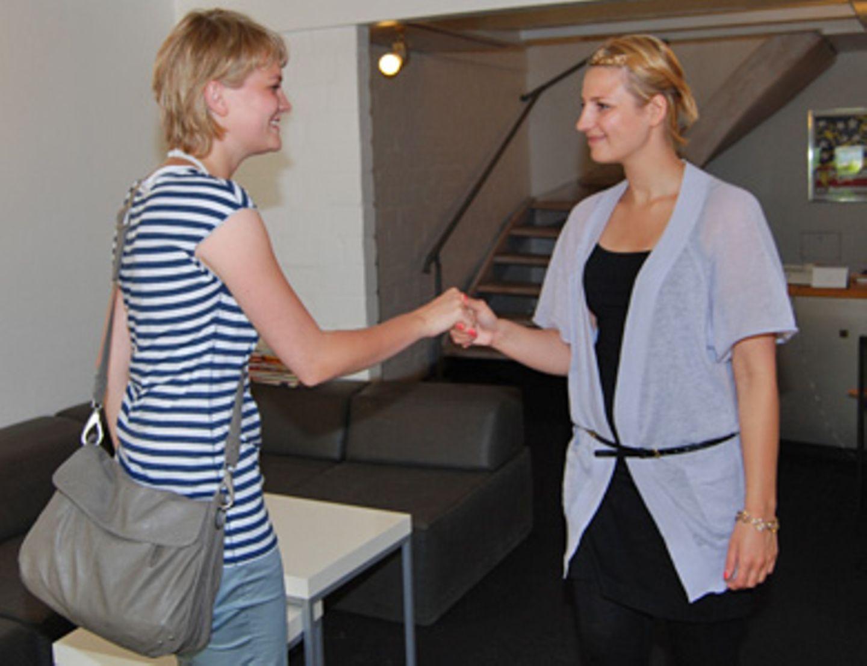 Ein kurzes Gespräch reicht Katja, um Miriams Potenzial als Darstellerin einzuschätzen zu können.