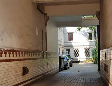 """Winterhuder Weg 112a: In einem unscheinbaren Hinterhof mitten in Hamburg sitzt die Casting-Agentur """"Castbar""""."""