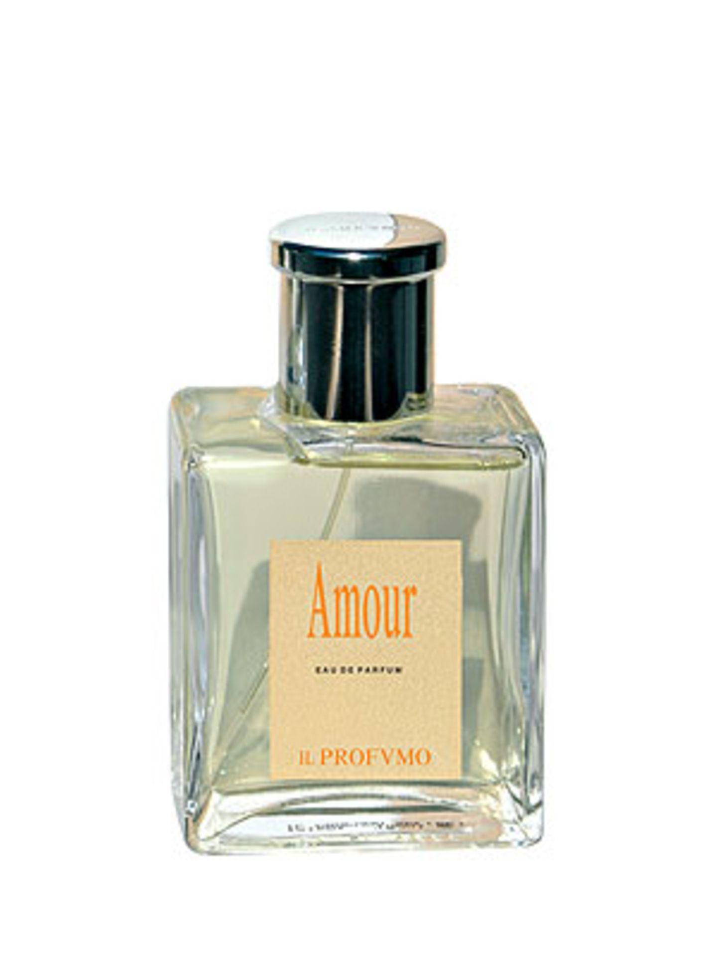 """Il Profvmo: Amour    Amour ist ein lieblicher und femininer Duft. Ein Duft, dessen Thema eine zarte, junge Liebe ist und die Trägerin auf Wolken schweben lassen soll.    Duftkomposition: Mandarine, Trollblume, gelber Pfirsich, Maiglöckchen, Freesie, Myrrhe-Beeren, gelbe Rosen, weiße Lilie, weiße Iris, Benzoe Siam.    Duftnote: blumig, pudrig.    Zusammen mit sieben weiteren Eau de Parfums ist Amour Teil der klassischen Linie von Il Profvmo - einer der """"Shooting Stars"""" unter den Duftmarken. Gegründet wurde die Marke von Aromatherapeutin und Kosmetologin Silvana Casoli. Neben der klassischen Linie entwickelte sie auch das Projekt der Osmo Parfums, die über den physikalischen Prozess der Osmose in die Epidermis gelangen und dort innerhalb von 24 Stunden freigegeben werden.    Preis: 84 Euro für 50 ml"""