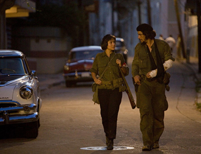 Che - Revolución Die Guerillera Aleida March (Catalina Sandino Moreno) wird eine Vertraute von Che (Benicio Del Toro) - und später seine Frau.