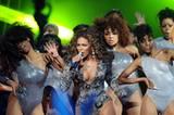 Mal wieder eine heiße Bühnenshow von Beyoncé.