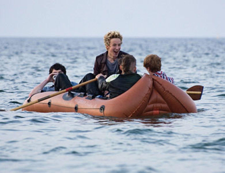 Die Dorfpunks beim Bootsausflug