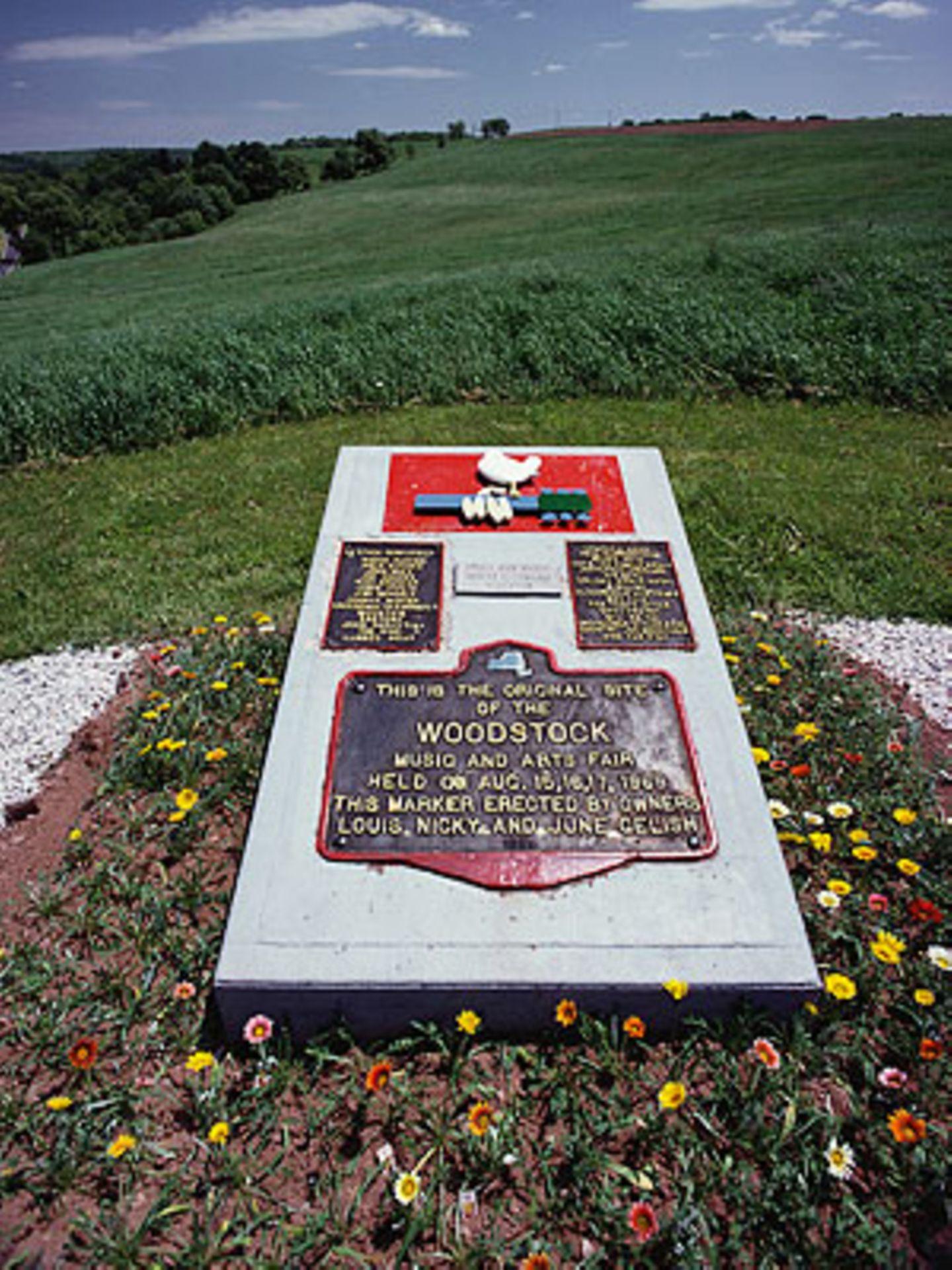 Ein Gedenkstein erinnert an die Stelle, an der einst das größte Musikfestival aller Zeiten stattfand.