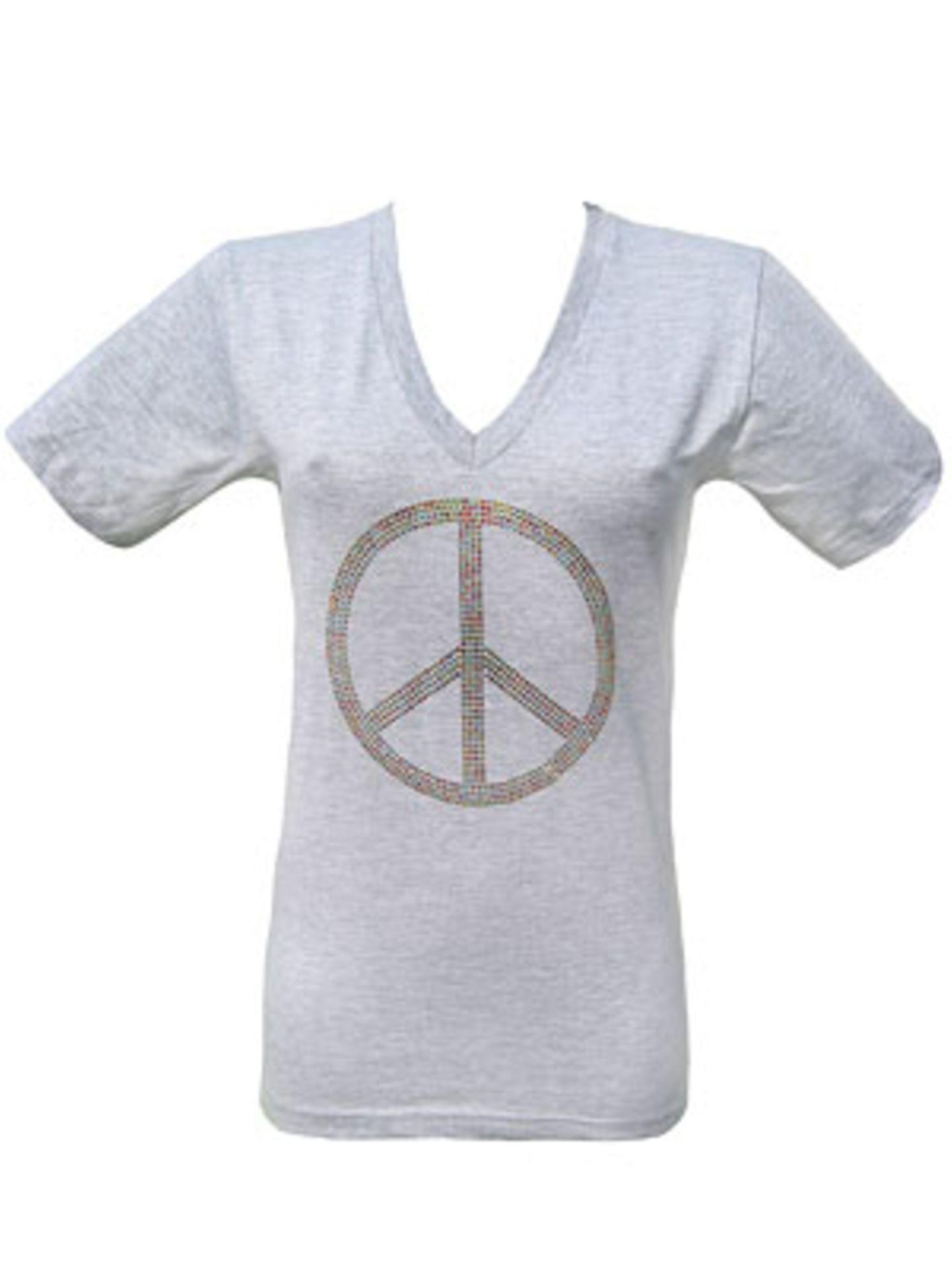 Baumwollshirt mit Peace-Zeichen aus bunten Strasssteinen von Pinja, um 40 Euro.