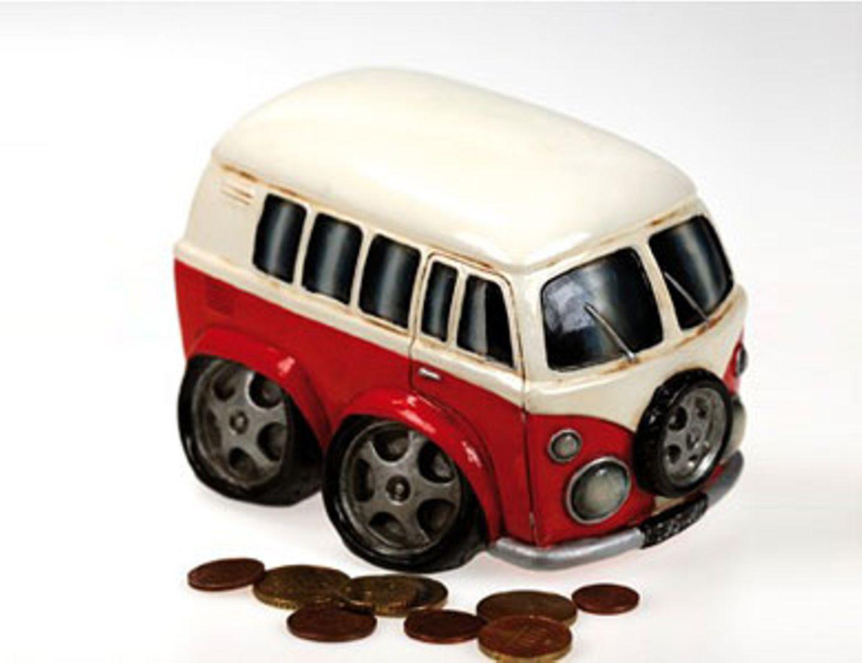 Spardose mit Kunststoffschloss von Tolle Geschenke, um 12 Euro.