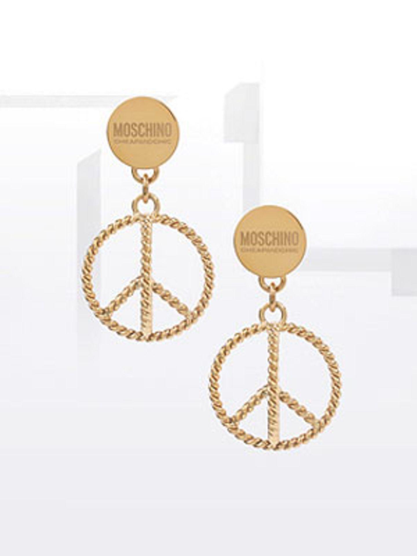 Vergoldete Moschino-Ohrringe mit Peace-Zeichen von ASOS, um 92 Euro.