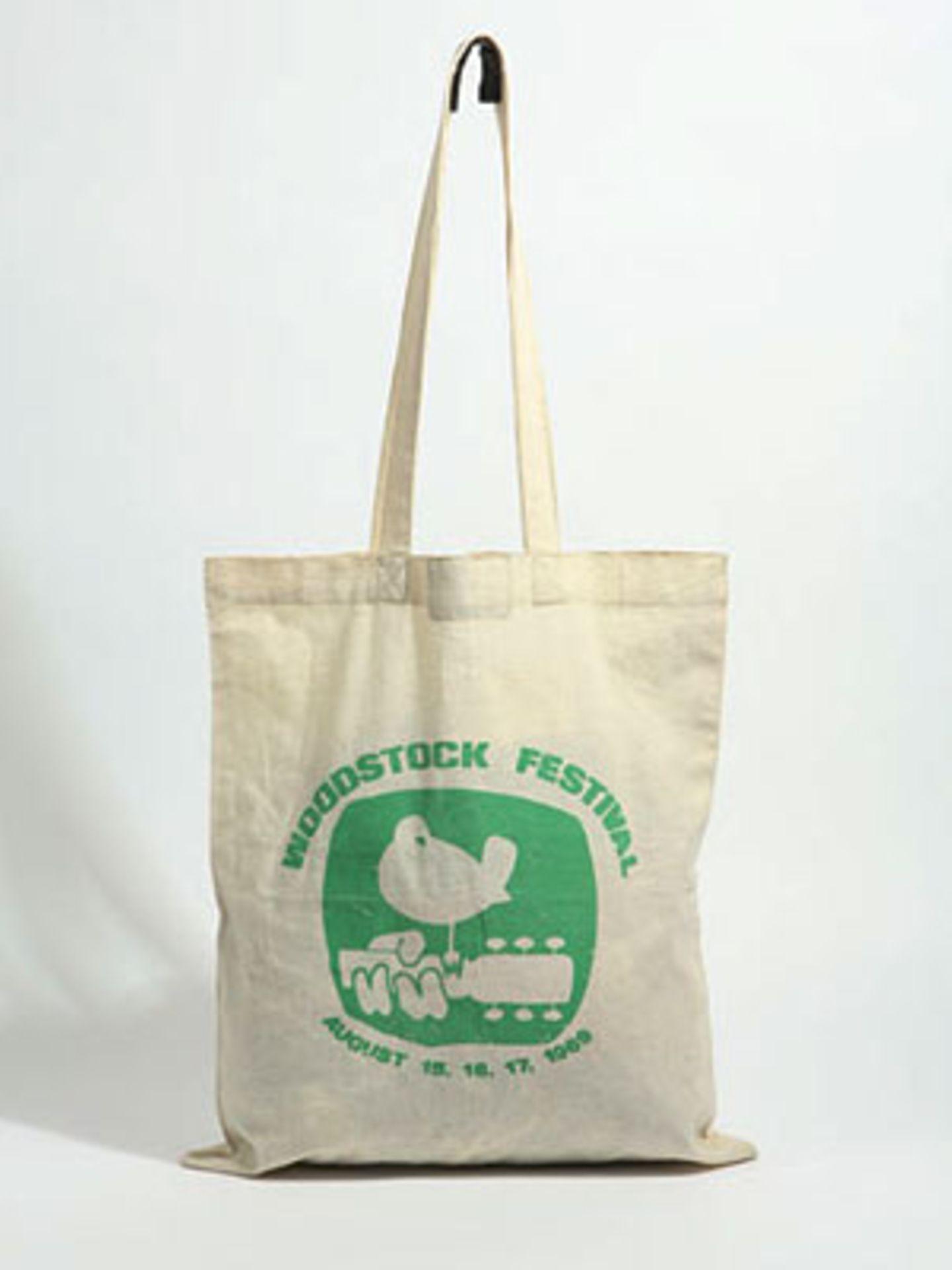 Baumwollbeutel mit Woodstock-Emblem von Urban Outfitters, um 6 Euro.